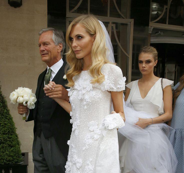 Cara Delevingne: wunderschönes Brautkleid mit Haaren und Schleier <3