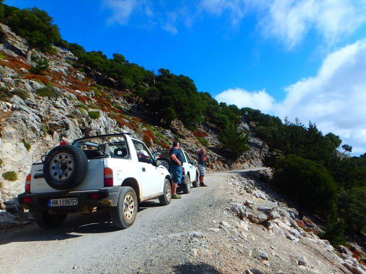 Jeepsafari op Kreta fotoboek   Jeepsafari op Kreta fotoboek: Hieronder geven we u een overzicht van alle jeepsafari's, die we door de jaren heen gedaan hebben. Deze foto's zijn gemaakt over heel Kreta.     Jeepsafari in Kreta:Een overzicht van al onze jeepsafari's. Leuke tours, informatie en mogelijkheden. Een foto