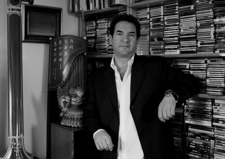 Juan José Lopera es el encargado de realizar el taller de canto.   Lunes 12 de noviembre   9:00 am  Teatro Delia Zapata Olivella