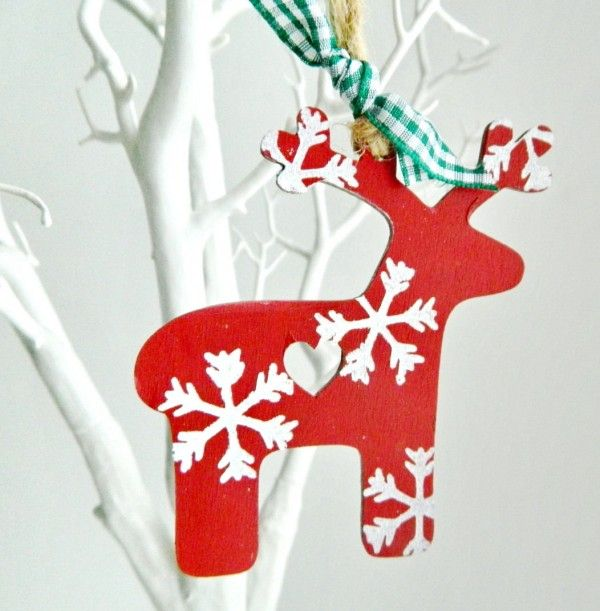 Décoration rennes pour Noël inspiration scandinave  http://www.homelisty.com/deco-de-noel-2016-101-idees-pour-la-decoration-de-noel/