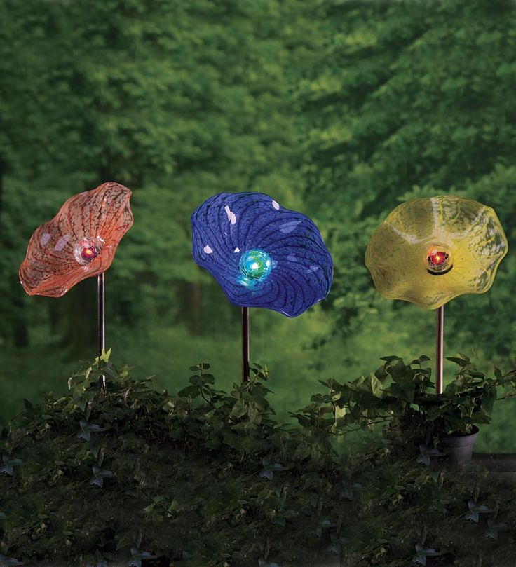 Solar Hand Blown Glass Flower Garden Stake