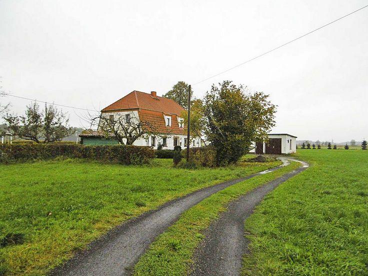 Haus kaufen ohne makler Das Haus inmitten einer großen Wiese