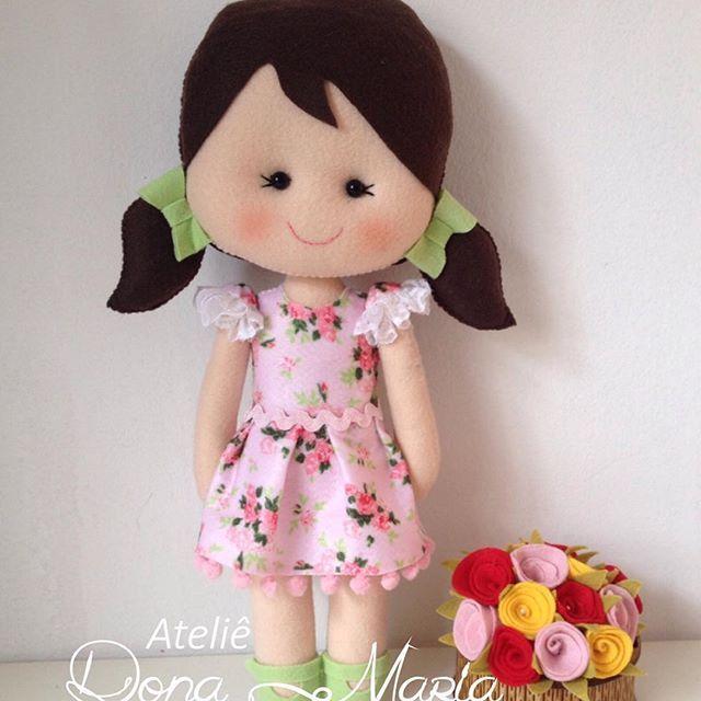 Bonequinha para uma princesa   #feltro #feltros #boneca #bonequinha #bonecadepano #princesa #meninas #maedemenina #amor #instafelt #atelier