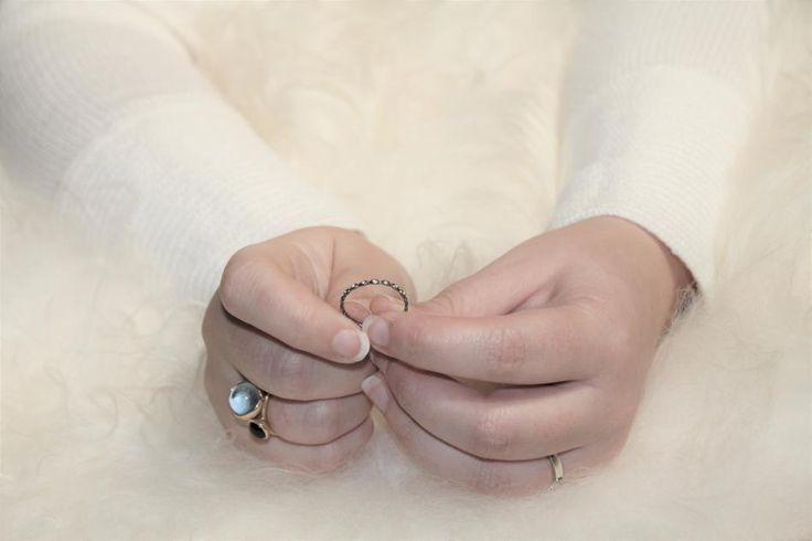 hvisk #hviskstyling #hviskstylist #hviskjewellery #hviskscandinavian #Smykker #jewellery #ringen #fingerring #fingerringe #ring #ringe #rings #sølvforgyldt #sølvforgyldtring #sølv #sølvringe #skandinavisk #lammeskind #skind