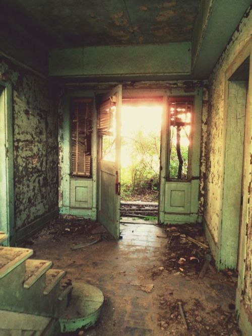 Casa abandonada.                                                                                                                                                      Más
