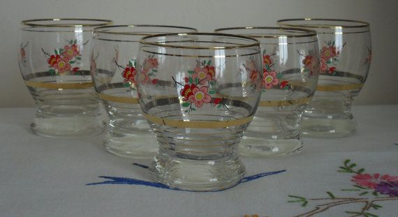 Vintage 1950s Flower Print Drinking Glasses by AuntyDollsWardrobe