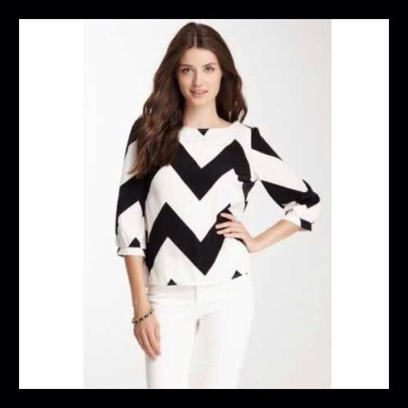 REDUCED  CHEVRON TOP Beautiful and trendy chevron top Tops