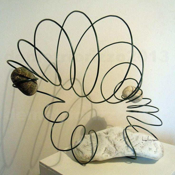 Wire sculpture by Demetrio Rizzo: Vox Naturae - 2013 - wire and stones - Size: 60x60x40cm