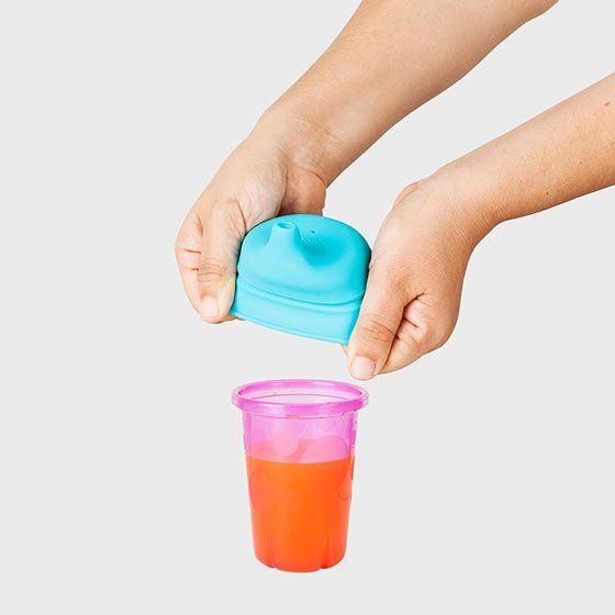¿Conoces las tapas con boquillas de silicona Snug? Son perfects, ya que tu hijo podrá usar cualquier vaso... sin derrames! Solo debes ponerle la tapa Snug. Se ajustan a cualquier vaso o taza con un diámetro de 6,35 a 9,52 cm.