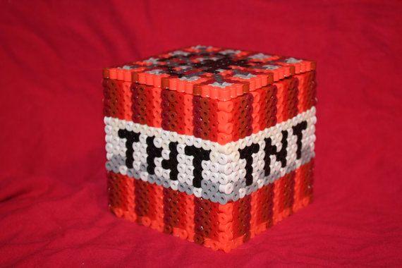TNT škatuľka na poklady. / Minecraft TNT Inspired Box Made of Perler and Nabbi Beads with Removable Lid (etsy-BraveDeity)
