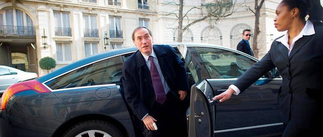 Claude Guéant est l'un des dix-huit anciens ministres de l'Intérieur encore en vie, et peut donc profiter à vie d'une voiture avec chauffeur.