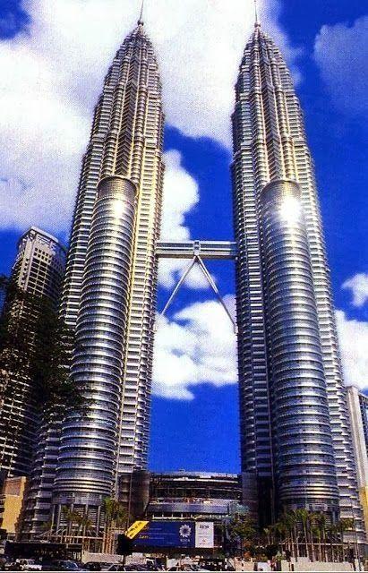 Petronas Towers, Kuala Lumpur - Malaysia #travel #AmbassadorTravel