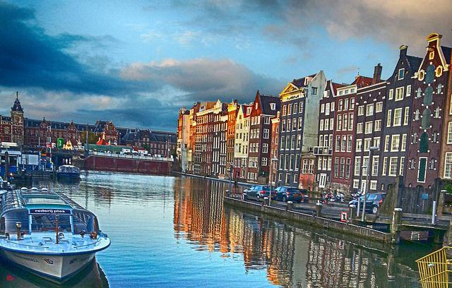 Amsterdam frente a la luz.