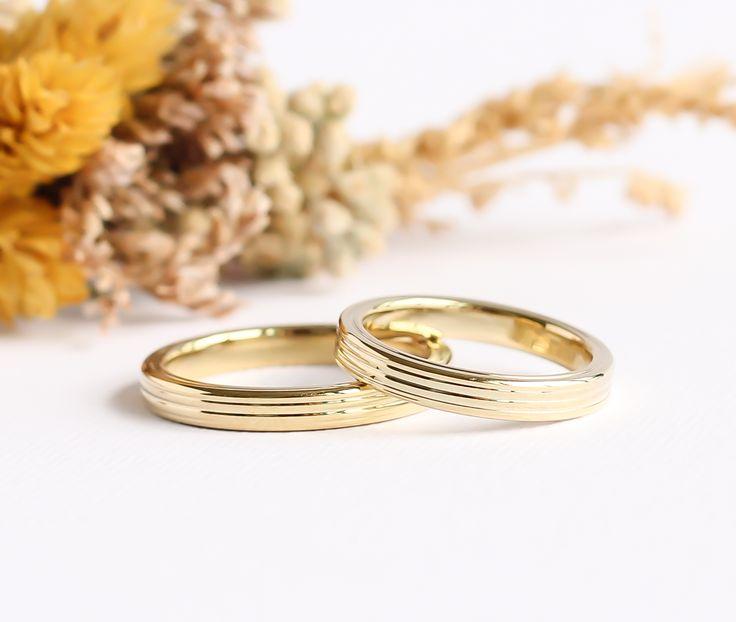 Minimal, farklı, orjinal ve modern alyans modelleri. @burcuokutjewellery Minimal wedding bands and rings. Unique Wedding rings. Instagram: @burcuokutjewellery