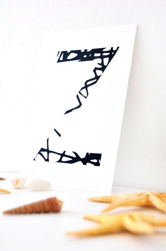 Postkarte mit dem Buchstaben Z in schwarz weiß - Illustration.  Passend zur Motiv ABC Netz Alphabet als Postkarte und Poster (auch hier im Shop).  Format 105 mm x 148 mm. Gedruckt auf 350 g/qm Premium Papier aus nachhaltiger Quelle, frei von Elementarchlor (ECF).  Vorderseite mit mattem Finish, Rückseite beschriftbar. Motiv Rückseite siehe letzes Bild (kleines miss-red-fox-Logo und Credits).    Das Motiv basiert auf meiner Lampe Moooi Random Light und ist von mir selbst designed worden…
