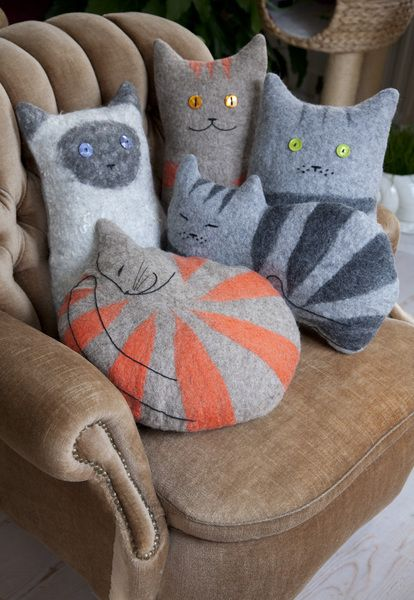 felted cat cushions.