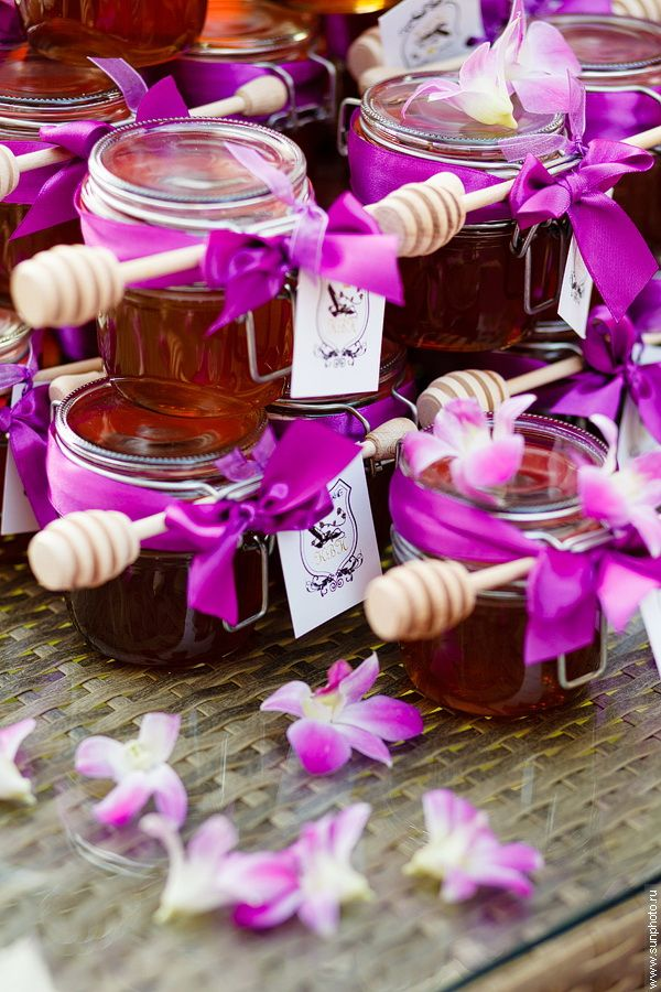 gifts for guests at the wedding, the Georgian honey, sweet gift