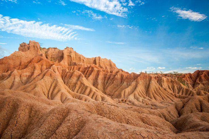 Le relief du désert de la tatacoa en Colombie. Un lieu hors des sentiers battus à visiter lors de votre voyage en Colombie.