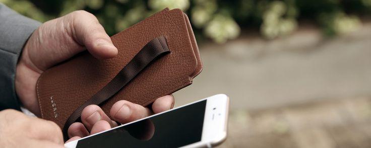 Quel que soit le modèle d'étui que vous souhaitiez, Lucrin a pensé à tout! Fabriqués par nos artisans maroquiniers, chacun de ces accessoires pour votre smartphone signé Apple sont taillés sur mesure et façonnés avec du cuir de premier choix.