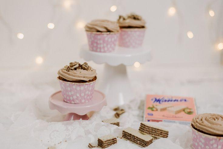 Manner Cupcakes mit Mascarpone Creme und Haselnüssen (Original Neapolitaner Schnitte) - Frosting aus Sahne und Mascarpone