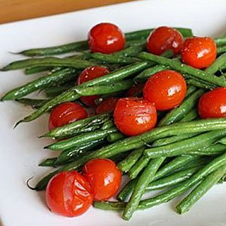 Green Bean & Cherry Tomato Salad | Recipes | Metabolic Research Center. #thanksgiving #mrcmeals