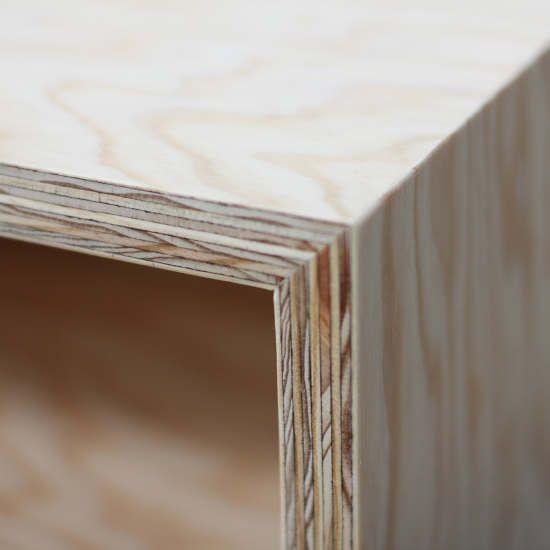 caisson en contreplaqué pin 21 mm, finition vernis  pieds en hêtre massif peints longueur 109cm / largeur 52,5cm  / hauteur 49cm hauteur interieur caisson 13,5cm