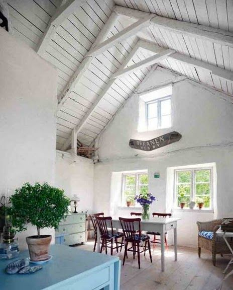 vaulted ceilingsDreams Barns, Kitchens Interiors, Kitchens Design, Barns Kitchens, Open Spaces, High Ceilings, Cottages, Vaulted Ceilings, White Room