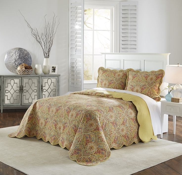 Waverly Swept Away in Berry and Blue Bedspread Collection