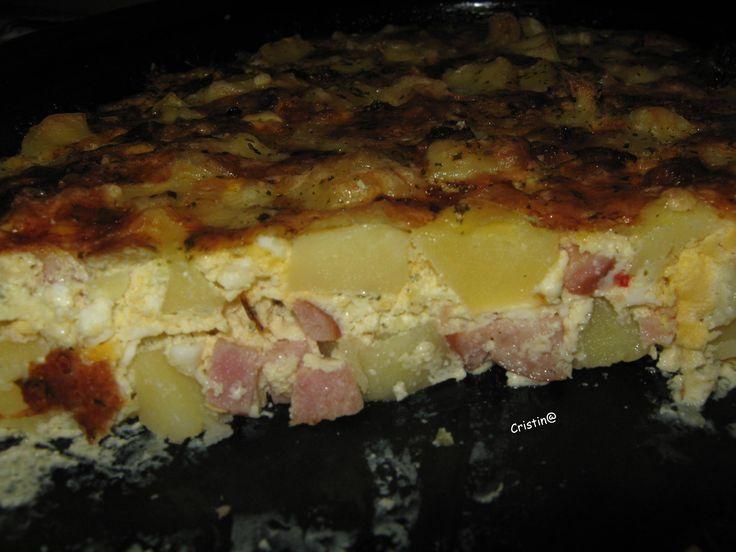Reteta culinara Cartofi cu oua si cascaval la cuptor din categoria Mancaruri cu carne. Specific Romania. Cum sa faci Cartofi cu oua si cascaval la cuptor