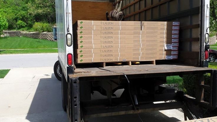 The sun is shining, this is a nice Lauzon Hardwood Floor installation day! This nice picture has been shared by Direct Floor, a Downers Grove, Illinois retailer. Find them or another lauzon retailer near you! #hardwoodfloor #installation