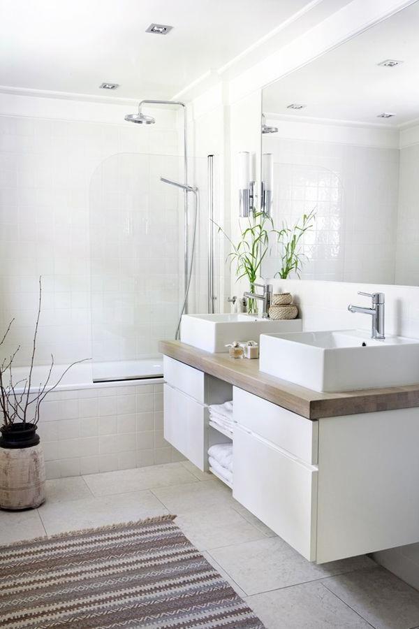 elegantes und modernes Badezimmer in Weiß #badezimmer #elegantes #modernes