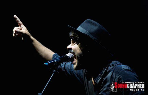 ALESSANDRO MANNARINO - http://www.soundgrapher.com/photolive-alessandro-mannarino-roma-11092014/