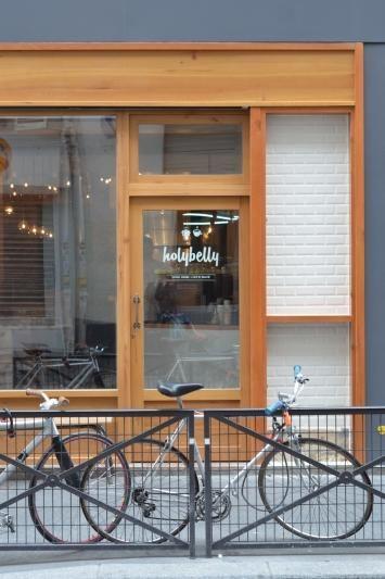 Hollybelly, 19 rue Lucien Sampaix, 75010 Paris