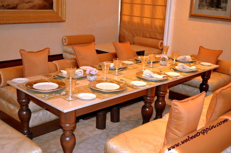 Hyderabad - Taj Falaknuma Palace Shahi Dastarkhan Dining Room. Intimate and comfortable