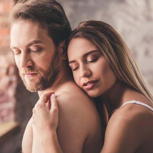 Wenn die Gefühle weniger werden, weiß man oft gar nicht, woran es liegt. Diese Angewohnheiten können ganz unbemerkt dafür sorgen, dass die Beziehung auseinanderbricht.