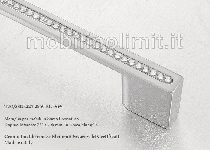 Maniglia cromo lucido con cristalli, montata su mobile con finitura foglia argento