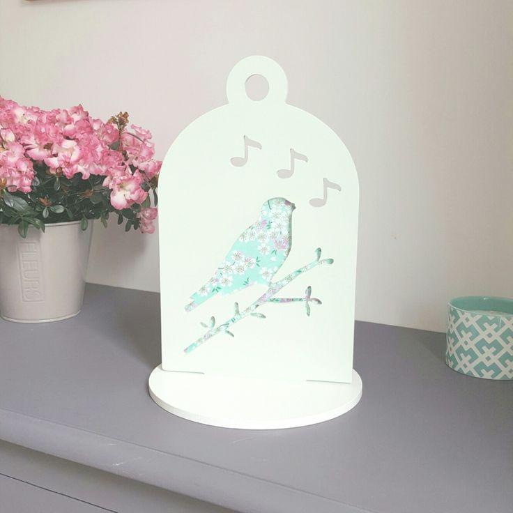 Lampe deco oiseau sur branche bois et papier