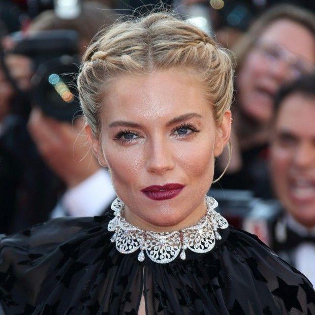 La beauté et le style de Sienna Miller ont encore frappé. Hier dimanche 17 mai, lors de la présentation du film « Carol » au Palais des Festivals, l'actrice nous a littéralement fait craquer. http://www.elle.fr/Cannes/Look-de-stars/Cannes-2015-Sienna-Miller-resplendissante-a-la-presentation-du-film-Carol-2951328
