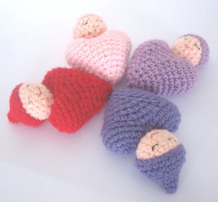 Are these not adorable! Free Crochet Pattern: Heart Shaped Baby Doll. These would be so sweet as a baby mobile for a newborn that might be born around Valentine's Day as a special way to commemorate the birth. One of my daughters was born on Valentine's Day and I would have loved to have had these for a mobile. ♥ⓛⓞⓥⓔ♥
