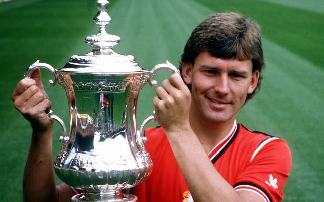 1985, Moran's off, but Whiteside strike in ET from outside the box to beat Southall, and United no. 7 lifts the cup… again!  Come on you reds…