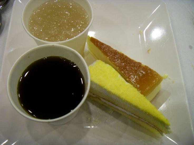 Sikhye (sweet rice drink), Sujeonggwa (persimmon punch), sweet potato cake, cheese cake.