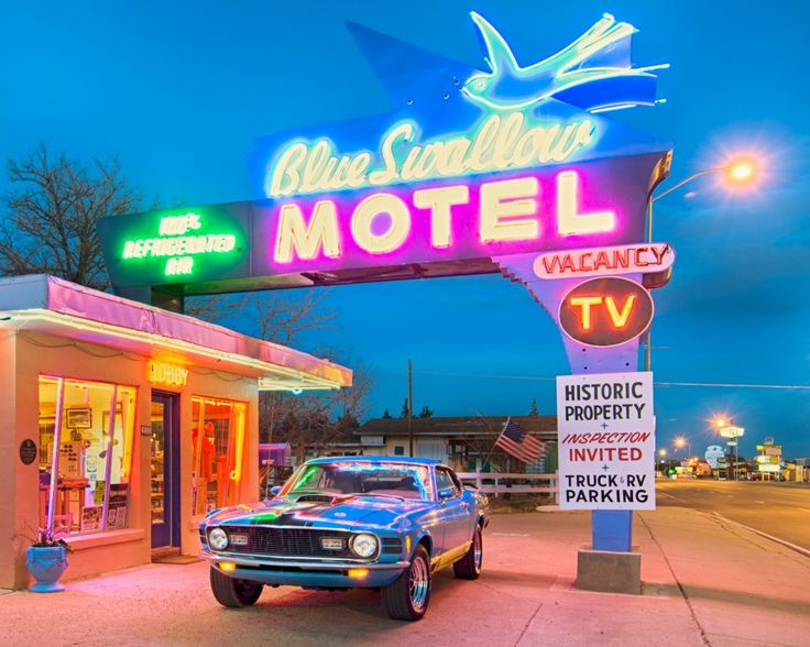 Historic Blue Swallow Motel, Route 66 jigsaw puzzle in Cars & Bikes puzzles on TheJigsawPuzzles.com