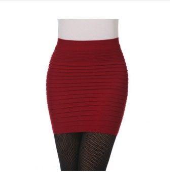 6b4af897939 Krátká moderní dámská sukně rudá – dámské sukně Na tento produkt se  vztahuje nejen zajímavá sleva