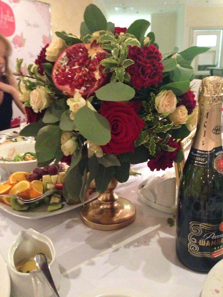 Гранатовая свадьба цветочная композиция pomegranate wedding centerpiece
