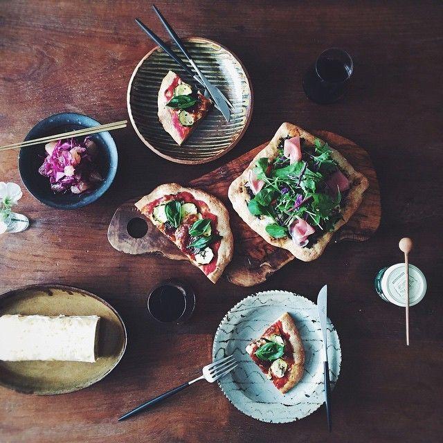 0419 Sunday PIZA lunch  レーズン酵母の生地で  初ピザ焼いてくれました  私はトッピング係り  ズッキーニとモッツァレラやバジル  サラミをトマトベースで  トマトとチーズにフレッシュハーブや  生ハムをフランス土産のタプナードペーストで  紫キャベツとグレープフルーツのマリネ  トスカーナのワインと  デザートには檸檬ケーキも  生地がもっちもち  酵母の見張り番してよかった笑  仕事もあともう少し   休憩して頑張るー  #miki_life  #vscocam   #Tさんのピザ by miki_rollei_life