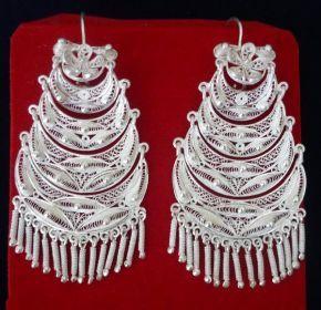 e02cb10ce004 Aretes de filigrana en plata para marinera   traditional silver earrings for  marinera dance (Catacaos