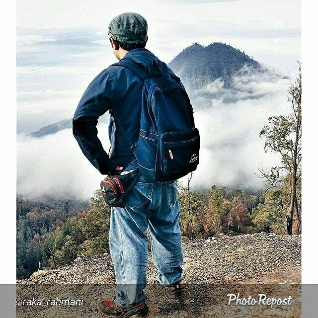 Foto lomberg indigo backpack di Gunung Ijen Jawa Timur by @raka_rahmani  #photo #tas #denim #jeans #indonesia #gunungijen #kawahijen #ijentravel #ijenindah #ijenkeren #ijentour #ijen #niagaramini #airterjunkembar #kalipahit #piknik #ijenadventure #javaisland #mytripmyadventure #liburan #waterfallview #traveltourijen #beautifulview #touring #jalanjalan #visitbanyuwangi #ijencrater #banyuwangi #pesonaindonesia #kawahijenindonesia