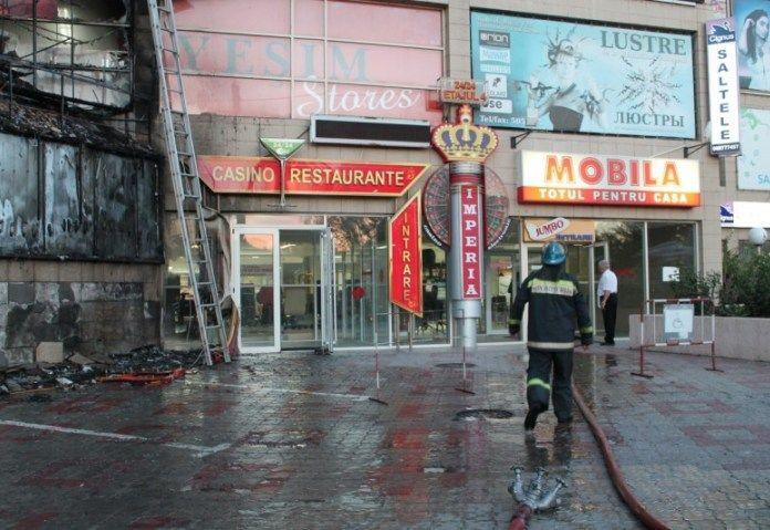 Кишенев: пожар в казино.  В игорном заведении, расположенном в столице Молдавии, городе Кишиневе, в ночь на 1 сентября произошло возгорание. Прибывшим на место пожарным удалось быстро локализовать пламя. Никто из посетителей и сотрудников заведения не пострадал