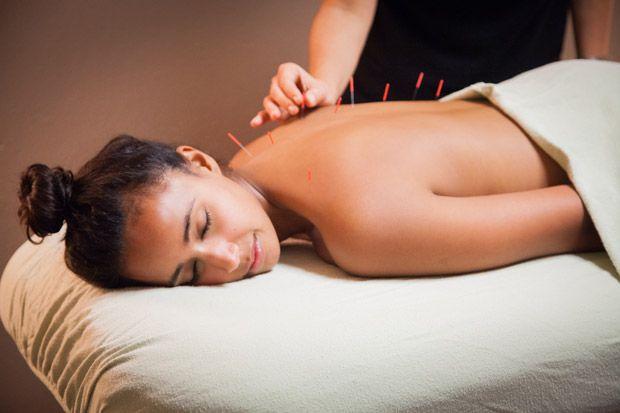 A Acupunctura é uma das técnicas mais utilizadas na Medicina Tradicional Chinesa. É particularmente eficaz na redução da dor e stress. É muito utilizada no tratamento de várias doenças, das quais se destacam cefaleias, artrite reumatóide, alergias, asma, sinusite, bronquite, gastrite, hipertensão, problemas de coluna, obesidade e outras sintomas...   Consulte o nosso acupunctor Dr Ricardo Marques  Contactos: Telefone: 220 993 447/ 913 457 923 Email: geral@dreamclinic.pt