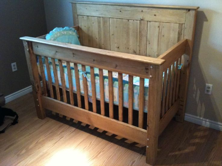 Love this crib, it was handmade...anyone want to make this for my son!?!?  Adorable!!!